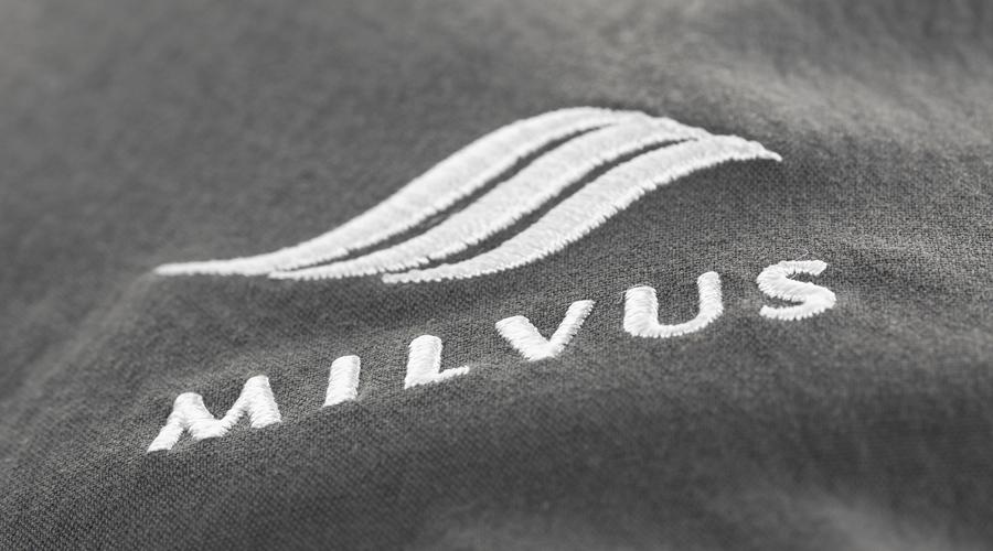 MILVUS eingesticktes Logo